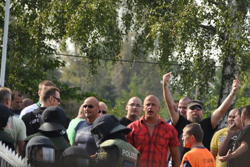 Fans und Polizei auf den Rängen