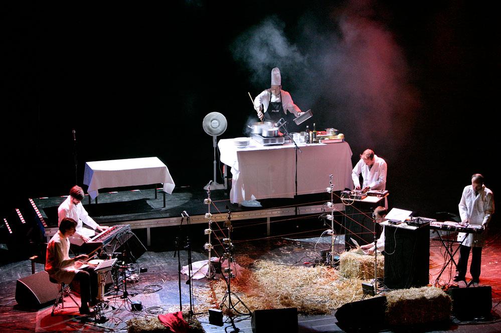Matthew Herbert und ein gekochtes Schwein, Foto: R. Arnold / Centraltheater