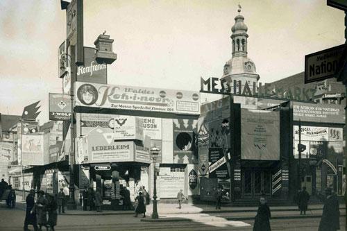 Reklamburg, die sich von 1921 bis 1923 auf dem Marktplatz befand