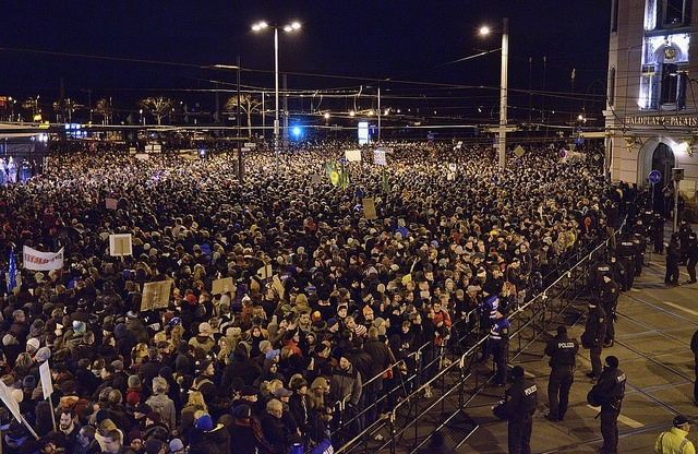 Gegenprotest bei der 1. Legida-Demo 2015, Foto: Caruso Pinguin