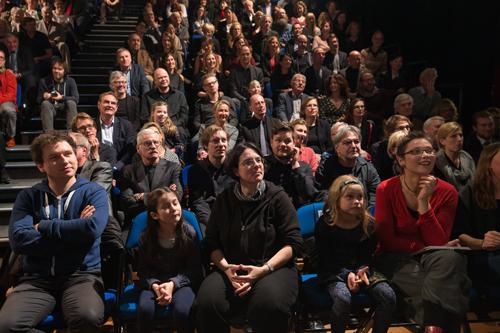 Das treue Publikum: Beim Geburtstagsfest des Theaters der Jungen Welt / Foto: Tom Schulze