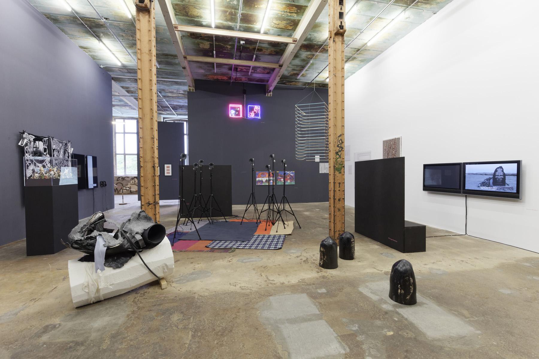 Ausstellungsansicht, WIN/WIN — Die Ankäufe der Kulturstiftung des Freistaates Sachsen 2017, HALLE 14 — Zentrum für zeitgenössische Kunst, Foto: dotgain