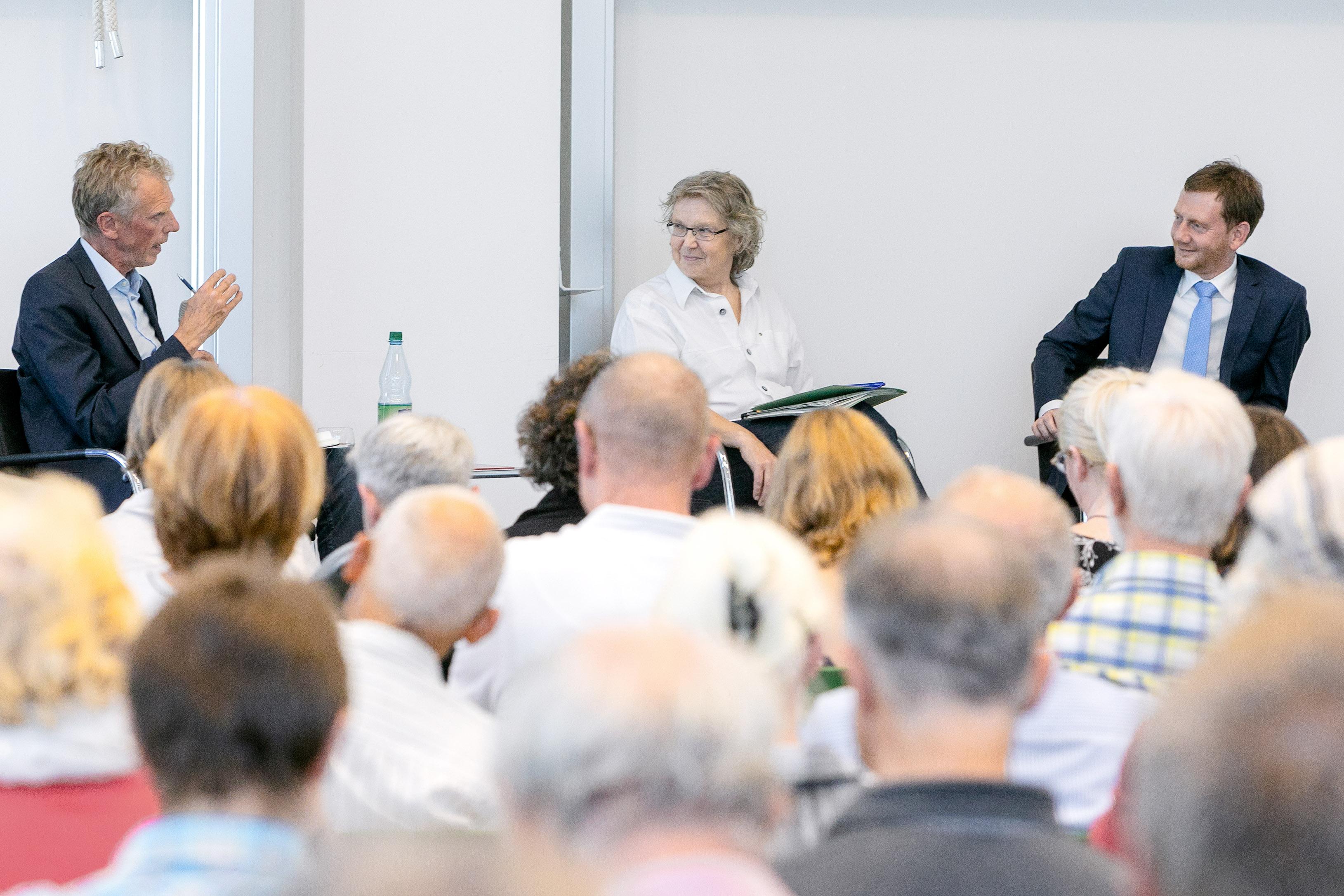 Die Podiumsdiskussion mit Ministerpräsident Kretzschmer.