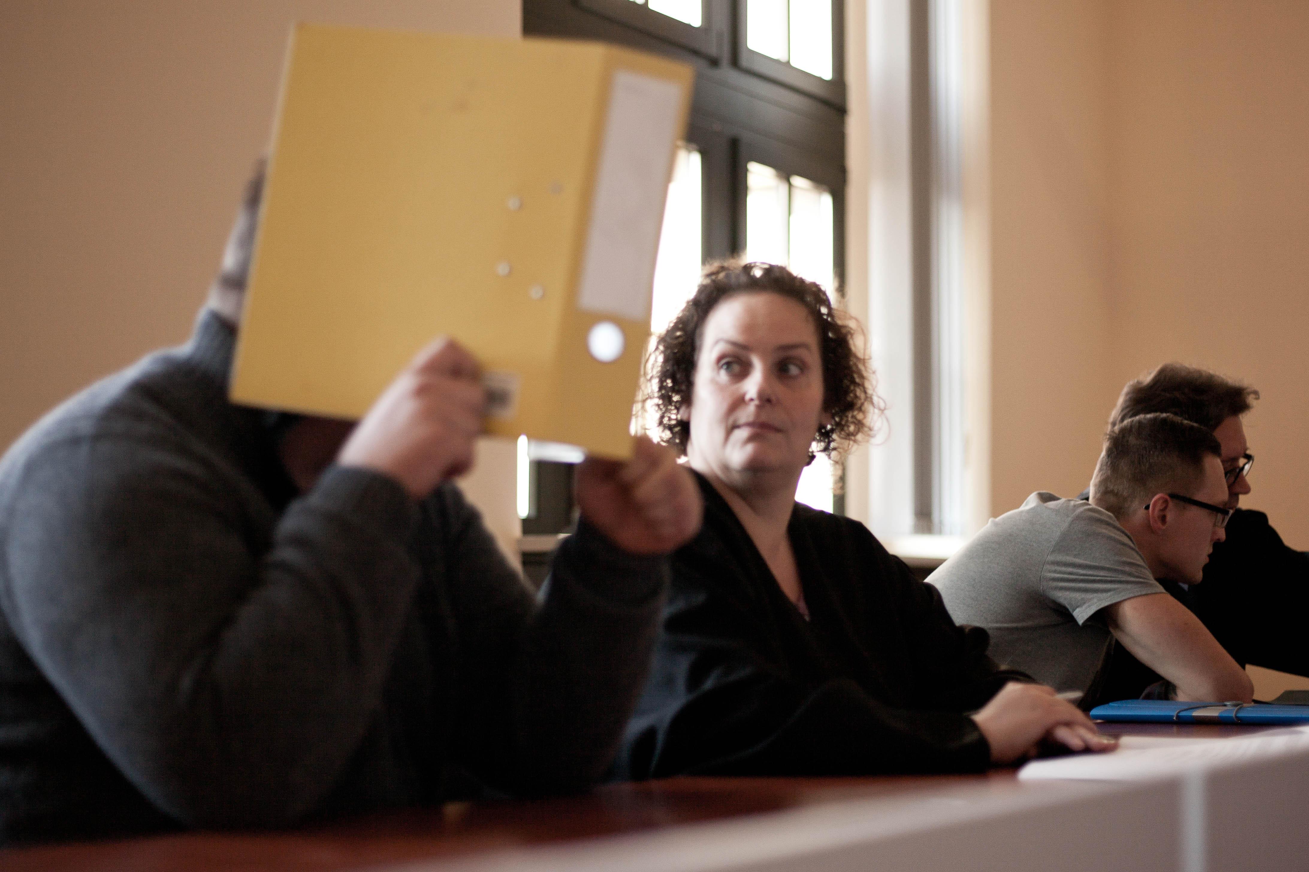 Marcus L. mit Verteidigerin Antje König, im Hintergrund Danny W. mit Verteidiger Andreas Meschkat. | Foto: Paul Hildebrand